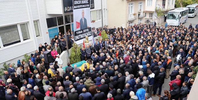 CHP Adalar Belediyesi Meclis Üyesi ve İBB Meclis Üyesi Sencer Demirel son yolculuğuna uğurlandı