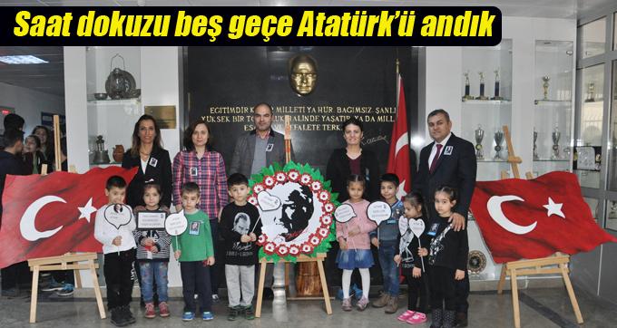 Saat dokuzu beş geçe Atatürk'ü andık