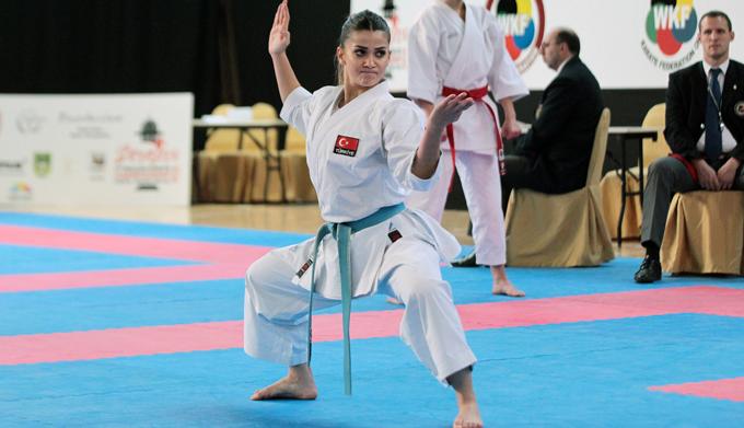 Balkan Karate Şampiyonası ferdi kata müsabakaları Bosna'da başladı