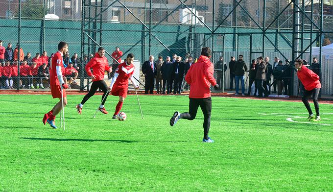 İstanbul'un ilk ampute sahası dostluk maçıyla acıldı