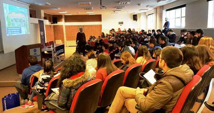 Ahmet Şimşekli öğrenciler üniversiteli havasına girdi