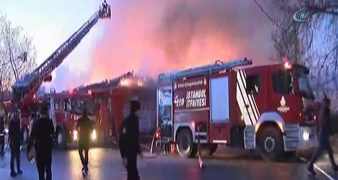 Sancaktepe'de boya imalathanesinde yangın!