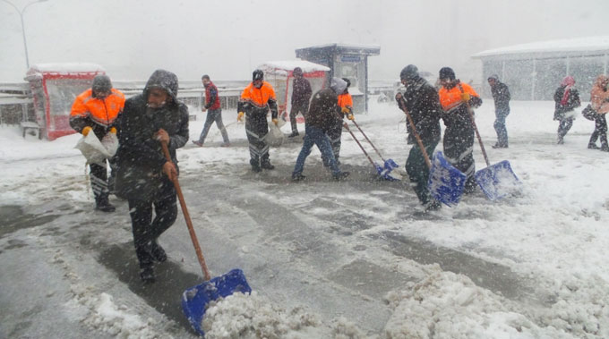 İBB Gençlik Meclisi kar çalışmalarına katıldı