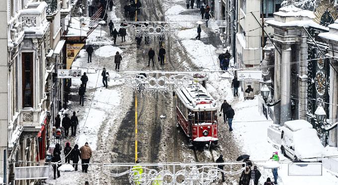 İstanbul'da güzel kar manzaraları oluştu