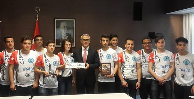 Kartal'lı Öğrenciler ABD'deki Robot Yarışmasından Ödülle Döndü