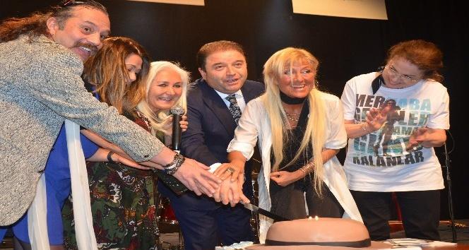 Sevenleri Cem Karaca'nın 72. doğum gününü kutladı