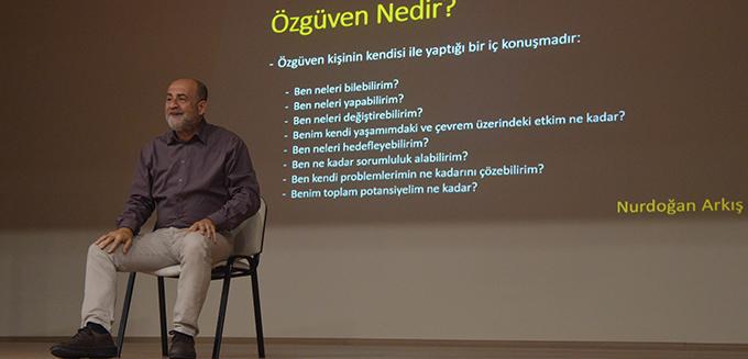 """Sosyolog Yazar Nurdoğan Arkış """"Özgüven"""" semineri"""