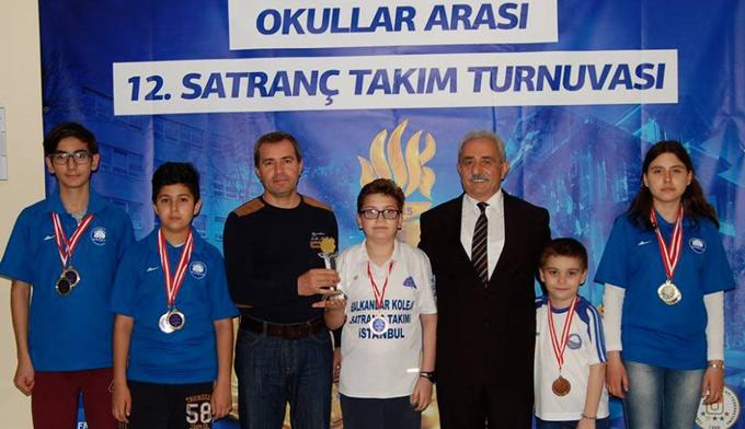 Satranç şampiyonu, Yakacık Balkanlar Koleji