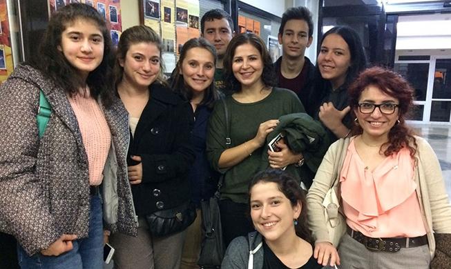 Tiyatro etkinliğine, 11. sınıf öğrencileri, veliler ve öğretmenler katıldı