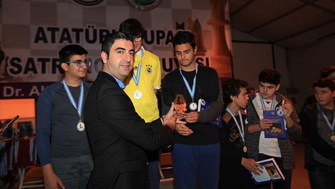 Kartal'da, 6. Atatürk Kupası Satranç Turnuvası gerçekleştirildi