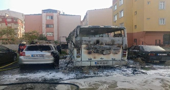 Madde bağımlısı şahıslar bir minibüsü ateşe verdi