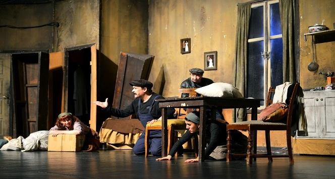 """Türkan Saylan Kültür Merkezi'nde, """"Ödenmeyecek, Ödemiyoruz"""" isimli oyun"""