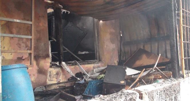 Pendik'te bir gecekonduda çıkan yangında 1 kişi öldü