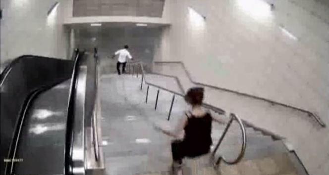 Üniversiteli kızın çantasının çalınma anı kamerada görüntülendi
