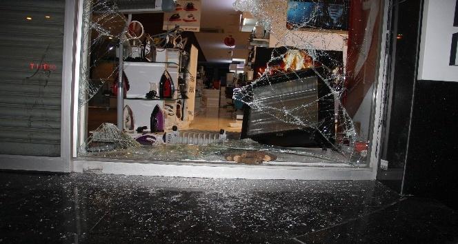 Sultangazi'de beyaz eşya mağazası soygunu