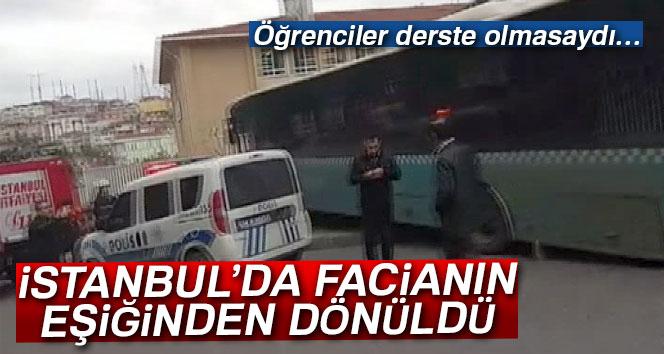 Ümraniye'de bir halk otobüsü, okulun istinat duvarına çarptı