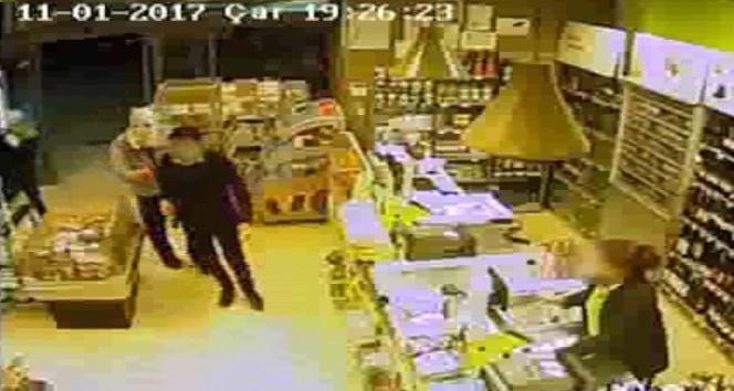 Ümraniye'de 4 kişilik soygun anı kamerada