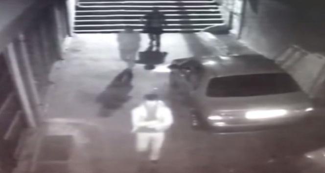 Zeytinburnu'nda silahlı saldırı anı, kameralara yansıdı