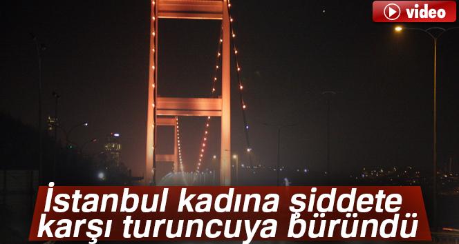 """İstanbul'da köprülerden """"Kadına şiddete hayır"""" mesajı"""
