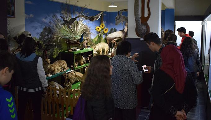 Ahmet Şimşekli öğrenciler Doğa Bilim Müzesini gezdi