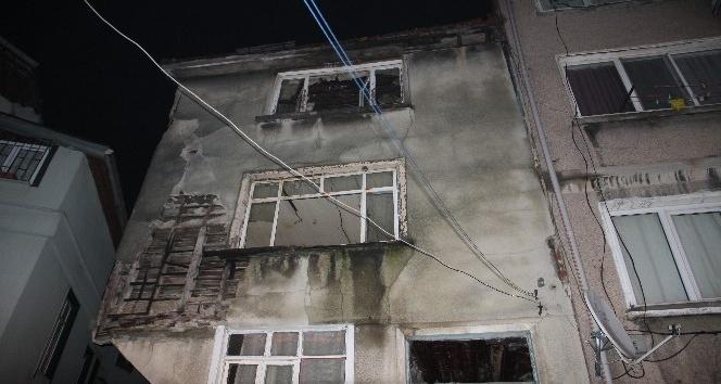 Tarihi metruk bir binada çökme meydana geldi