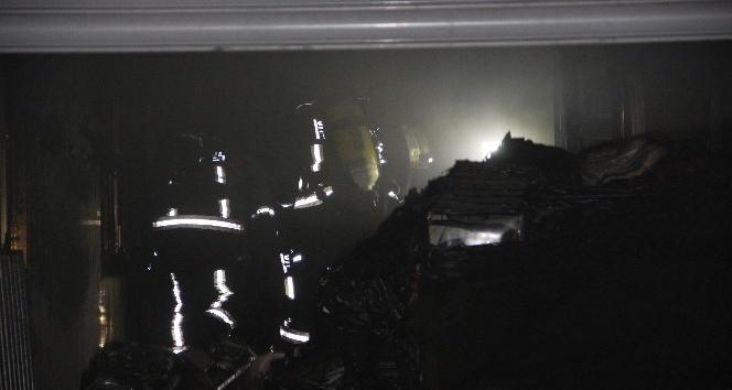 Bir iş hanında bilinmeyen bir nedenden dolayı yangın çıktı