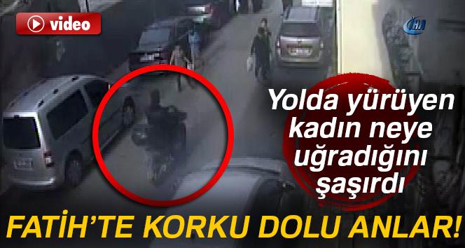 Yolda yürüyen kadın, bir motosikletlinin kapkaçına uğradı