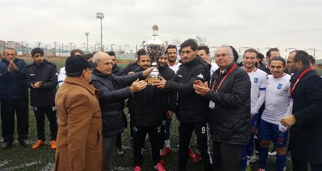 Büyükçekmece Belediyespor şampiyonluk kupasını törenle aldı