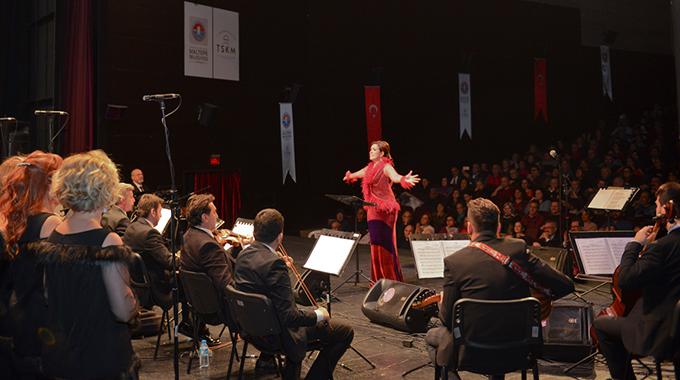 Maltepe yeni yılı 'Şarkılarla Gelsin Yeni Yıl' konseri ile kutladı