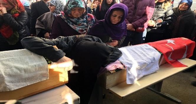 Maltepe'de cinnet getiren babanın katlettiği 2 kız törenle toprağa verildi