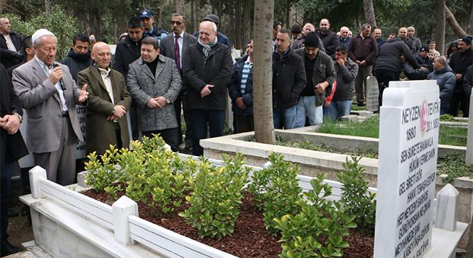 """""""Işık Tutan Her İnsan Ceza Çekiyor"""" diyen Usta Şair mezarı başında anıldı"""