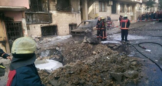 Doğalgaz borusu patladı, 4 katlı bir bina ve bir araç yandı