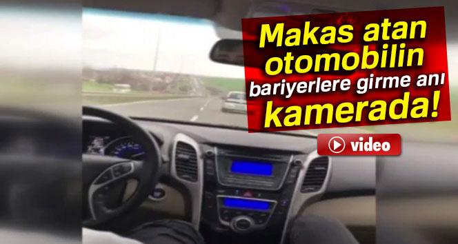 Yolda makas atan otomobilin bariyerlere çarpma anı kamerada