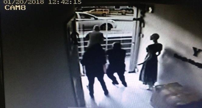 Güpegündüz iş yerinden bilgisayar çalan hırsız kamerada