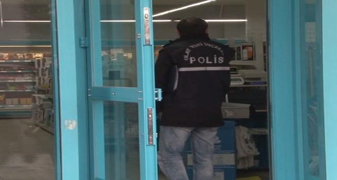 Bir markete girip paraları alan silahlı soyguncular kayıplara karıştı