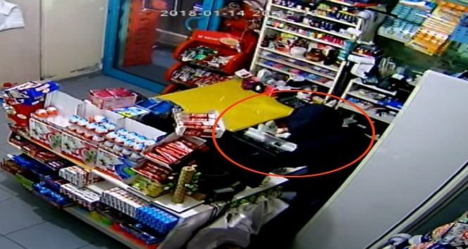 Çocuk hırsızlar kasadan 3 bin TL alarak kayıplara karıştı