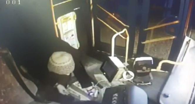 Özel halk otobüsüne giren hırsız paraları alıp kayıplara karıştı