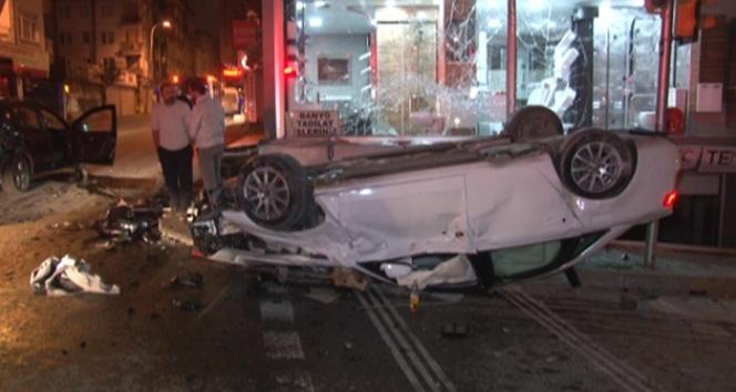 3 kişin yaralandığı kazada, araçtaki alkol şişeleri dikkat çekti
