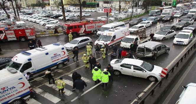Özel bir ambulansla araç çarpıştı: 2 yaralı