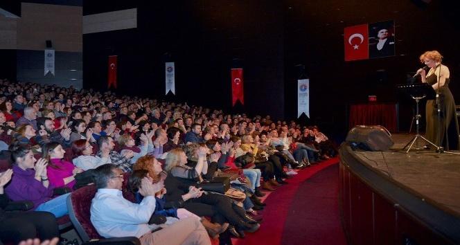 Zuhal Olcay, Maltepelilere unutulmaz bir konser verdi