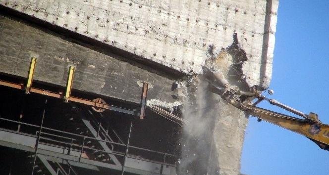 AKM'de yıkım çalışmaları tüm hızıyla devam ediyor