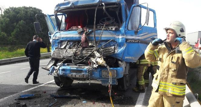 Hadımköy'de sıkışmalı trafik kazası