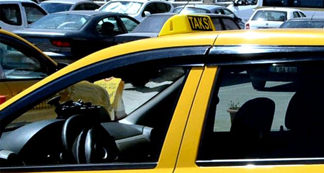 Müşteriyi dolaştırarak havalimanına götüren taksiciye hapis
