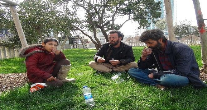 Suriyeli dilencilerin alem yaptığı anlar kamerada