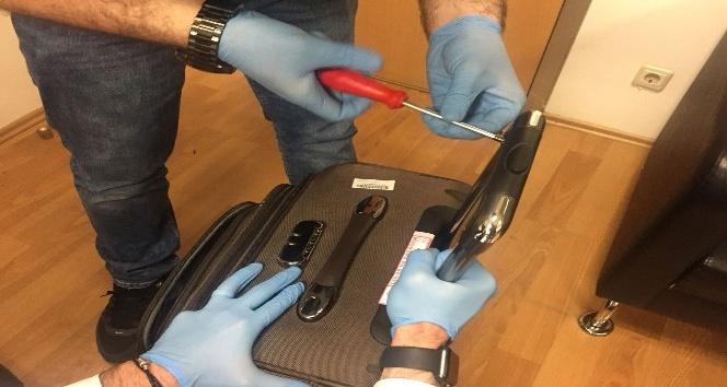 Atatürk Havalimanı'nda, valizin demirlerine zulalanmış kokain ele geçirildi