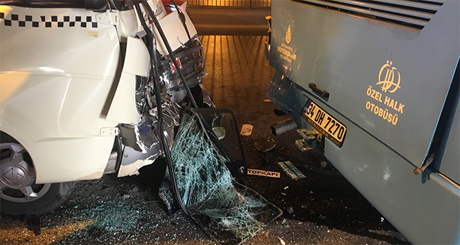 Minibüs ile özel halk otobüsü çarpıştı: 10 yaralı