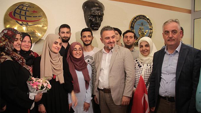 Başkan Alatepe, Ebru Özkan'ı havalimanında karşıladı