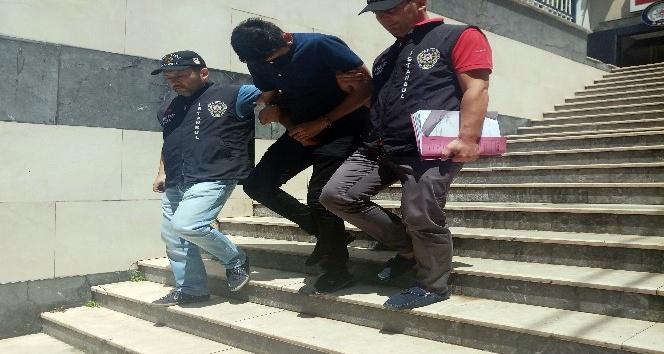 Ev sahibini dolandırmaya çalışan polis memuru suçüstü yakalandı