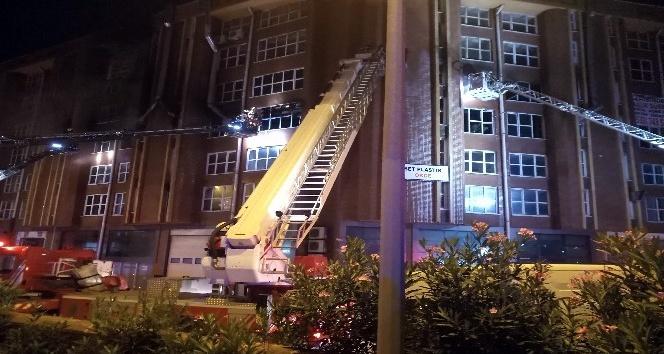 İkitelli'de boya imalathanesinde yangın