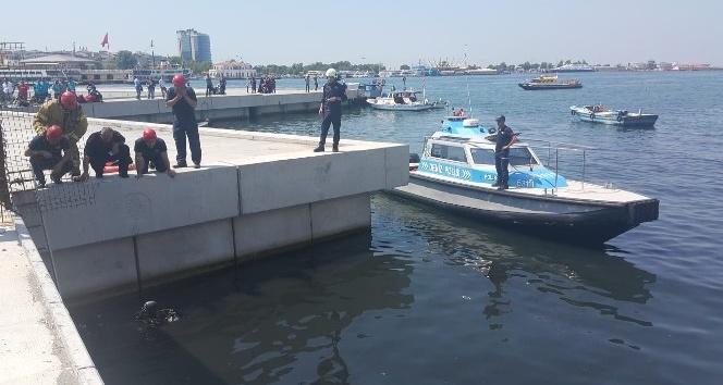 Kadıköy'de denize düşen genci arama çalışmaları devam ediyor